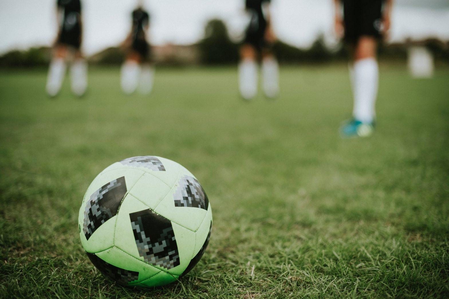 ドローンを使ったゲーム「ドローンサッカー」のニュース紹介