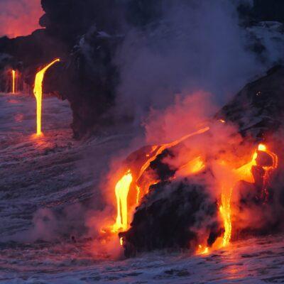 一生に一度は見たい!火山に突入したドローンが撮る衝撃映像
